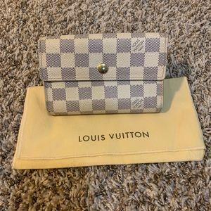 Authentic Louis Vuitton Alexandra wallet